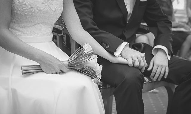 まだ結婚を考えるのははやいのかも・・? Photo By Pixabay