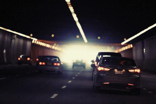 いずれ辛い気持ちのトンネルから抜けられる・・・? Photo By PEXELS